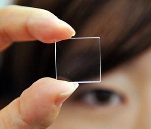 Una lamina trasparente di cristallo di quarzo grande appena due centimetri quadrati per 0,2 di spessore. Sono le dimensioni del più pìccolo dispositivo per l'immagazzinamento digitale di dati, un prototipo […]